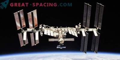 Gli astronauti studiano un misterioso buco nella ISS