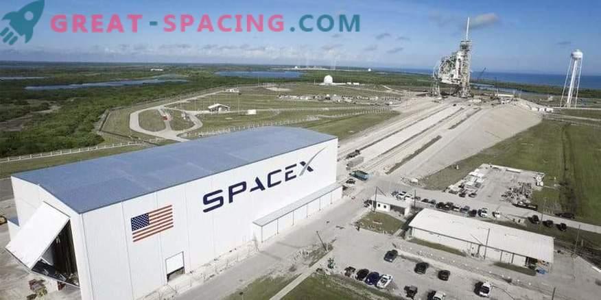 SpaceX ha ritardato il primo volo
