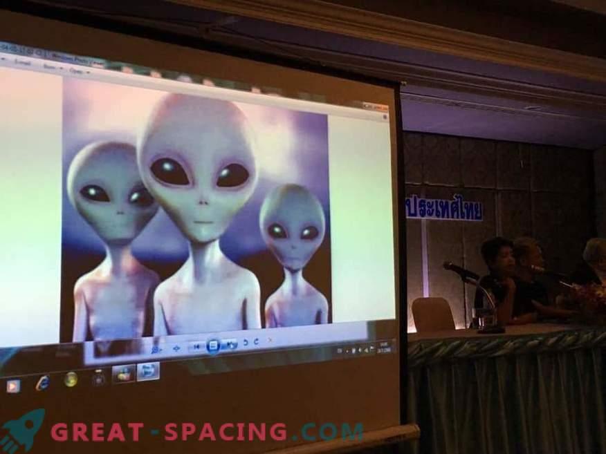Il gruppo Khao Kala medita per comunicare con l'intelligenza extraterrestre