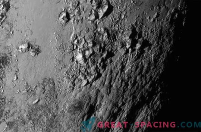 Nuovi orizzonti: Plutone ha montagne ghiacciate, Charon è attivo