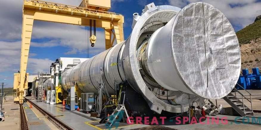 Il più grande motore a razzo a propellente solido è pronto per la prima accensione