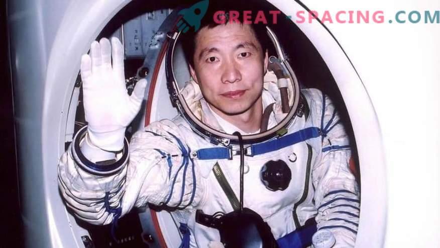Un astronauta cinese parla di uno strano rumore in un'astronave. Opinione ufologov