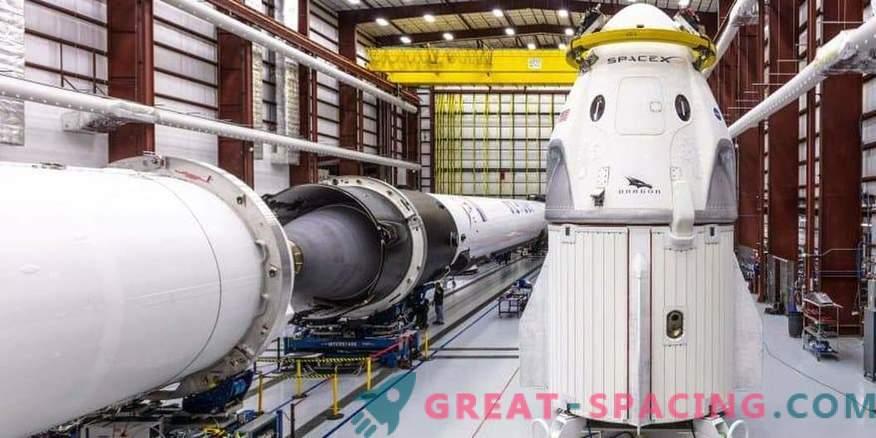 Il primo equipaggio spaziale SpaceX è pronto per il debutto