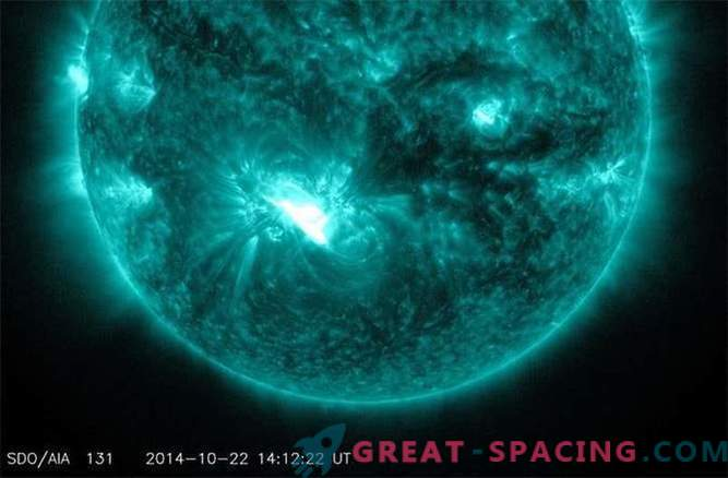 Minaccia di epidemia: una mostruosa macchia solare si rivolge alla Terra