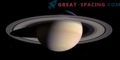The water in the rings and moons of Saturn resembles that of the earth