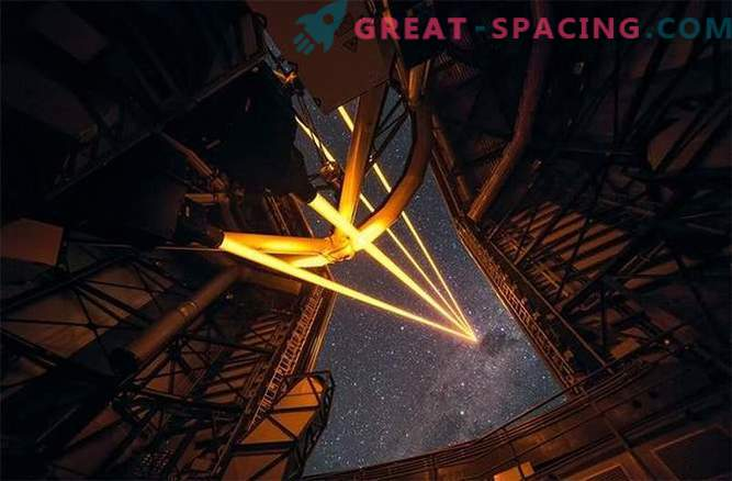 Un grande telescopio ha acceso un enorme sistema laser.