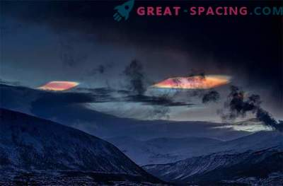 Le nubi stratosferiche psichedeliche brillano sul Circolo polare artico.