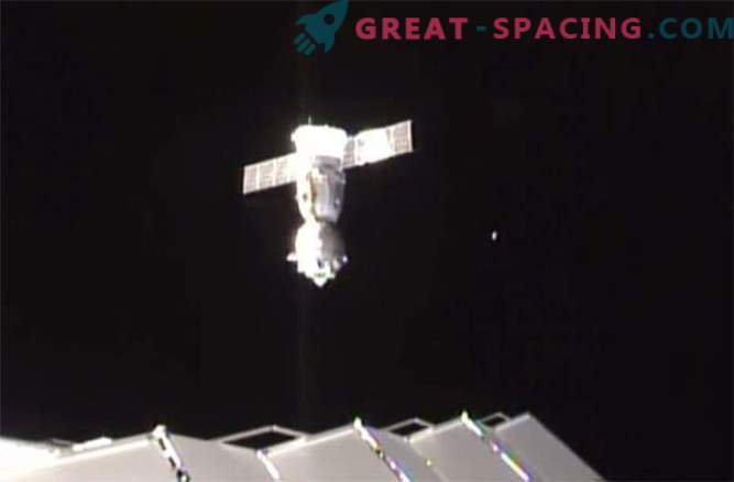 Gli astronauti sono atterrati con successo dopo uno stint epico nello spazio