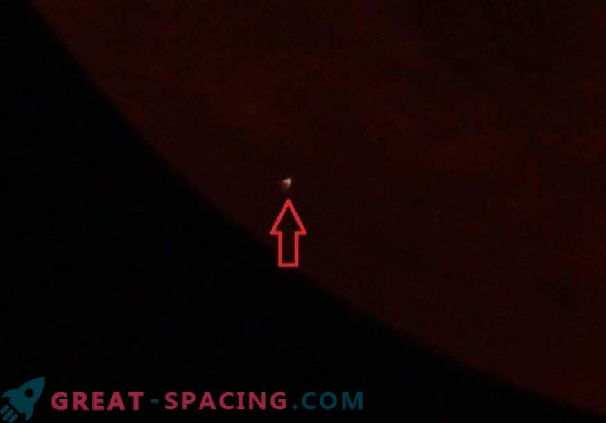 Il meteorite si schiantò contro la luna insanguinata