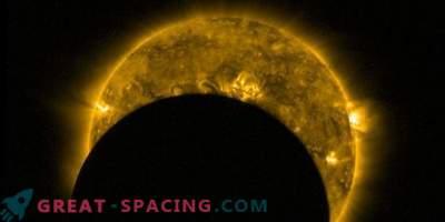 Vista dallo spazio: eclissi solare parziale