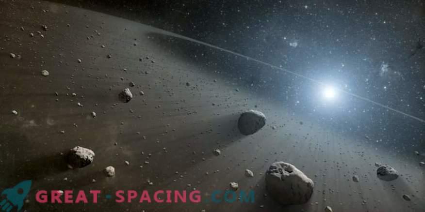 Creazione di polvere nei sistemi esoplanetari evolutivi