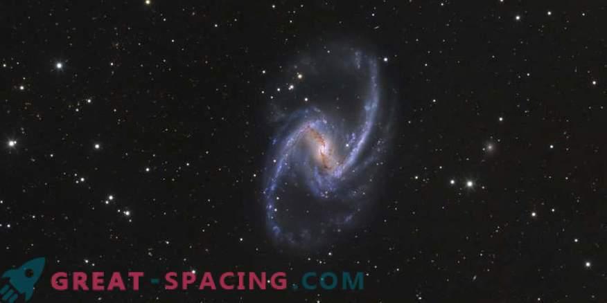 Nascita stellare e flusso di gas nella galassia NGC 1365