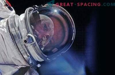 J.L. Pickering ha presentato un nuovo libro di foto dello spazio