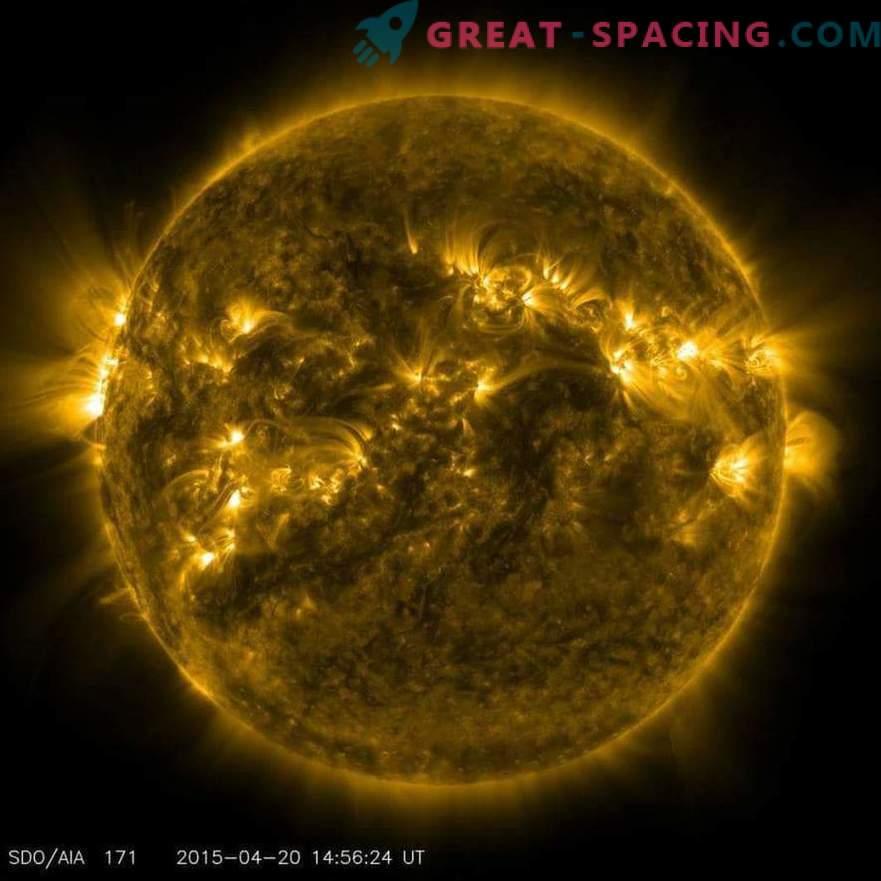 Potenti eruzioni solari causate da enormi linee magnetiche