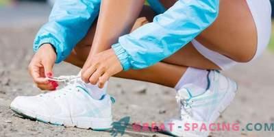 Come legare i lacci delle scarpe alle sneakers?