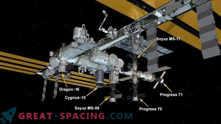 La capsula del drago di SpaceX offre ossequi natalizi alla ISS