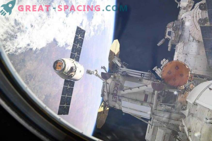 Dragon Cargo Ship Returns to Earth