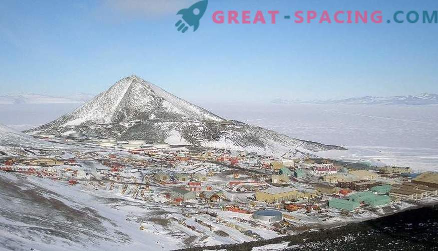 Want to enjoy a clear starry sky. Visit Antarctica