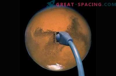 Iloni mask hoiab internetti Marsis asuvas koloonias