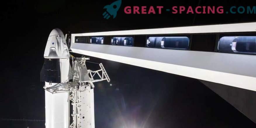 Il primo equipaggio di SpaceX sul launch pad