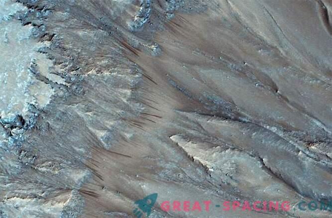 Il mistero è rivelato: c'è acqua liquida su Marte