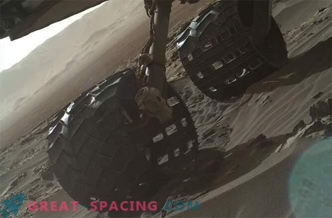 La curiosità sta esplorando le dune di Marte: Foto