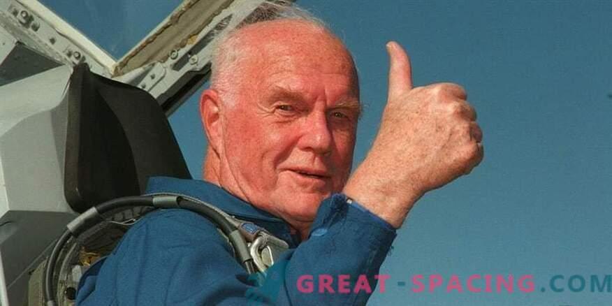 L'eroe e astronauta americano John Glenn muore.